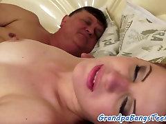 girls masturbating intensely किशोर बूढ़े आदमी द्वारा