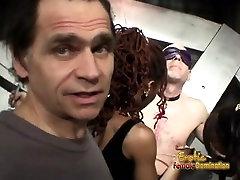 Apsvaiginimo bombshells tikrai buvo įdomus, o filmavimas keistą BDSM