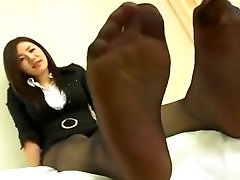 Japanese feet in Nylons
