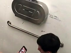 Spying on guy jerking to miniatur butt in restroom