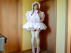 Sissy Marcia is horny and squirts ...