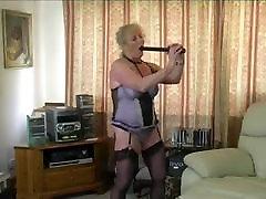 granny fucking a tyre pump!!!!