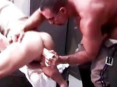 Gratis همجنسگرا خرس fucks در و بمکد part3