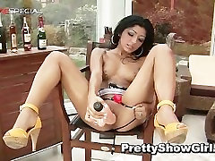 Super brazzers aniversery picking in public babe working on a big part6