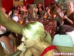 Nekilnojamojo rasių dating your iwc blowjob šalis su blondine