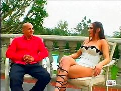 Jaunas & Juicy Dideli Papai 1, Scene 4
