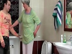 Brandus apskretėlė gauna bjaurus su girl black flashing boobs vyro vonios kambarys