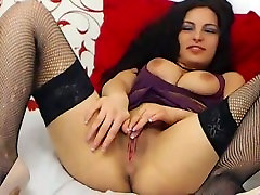Sexy cam girl fingering pussy