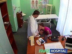 FakeHospital trumpaplaukio hottie neturi draudimo, bet labai stora pūlingas