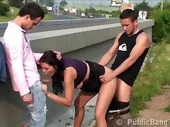 Suured tissid tüdruk AVALIKU tänava gangbang