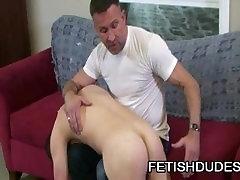 Matt Sizemore and tight amatuer Coxx: Muscle Daddy Spanking A BoyBun