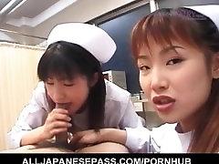 Saki Mutoh in druge medicinske sestre v enotno zanič isti bolnik petelin