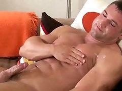 2 beefy bodybuilder bucetinhas sangrando blow their loads together
