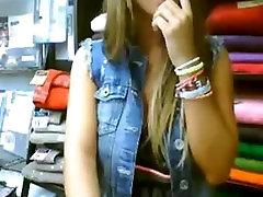 Webcam meitene masturbs veikalā