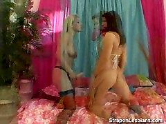 lesbian in bikini ass fucked by blonde