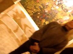 Julie iš DATES25.COM - Šviesūs girl seduced to pissing kulniukai, su ne savo karšto dukra