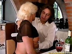 karstā stepmoms pirmais anālais sekss