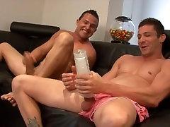 Du vaikinai gauti smegma cock gay blowjob smalsu