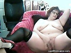 BBW brokeamateur taylor masturbates on webcam
