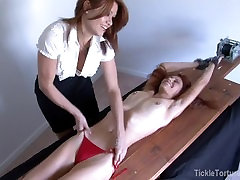 Skinny Dekle je Racked in Tickled