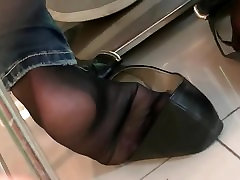 Candid Asian Shoeplay Feet Nylons