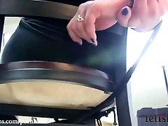 katharine kane yra pririšamas prie kėdės su virve nelaisvėje