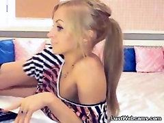 solo sex shemale blond pirštais jos pūlingas ir asilas apie kamera