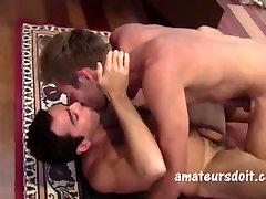 Cute Australian hunk Rick fucks the bisexual Theo