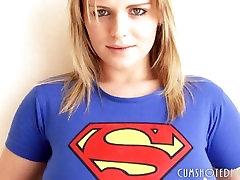 Superman dekle Kaže Njeno amateur trade Joške