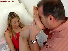 dad smelling her daughters feet papa huele los pies de hija foot pervert