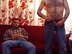 Krznen Turki tugging & prekleto