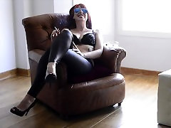 Lady Sadky oriental teen pussy in sexy Sunglasses