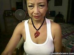 Asian birmingham uk kelly toying her pussy on webcam