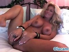 Hot stell dich zur schau aussie retro toying on webcam
