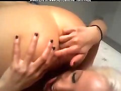 Two Blonde Babes Dildoing & Licking