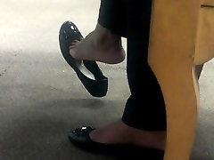 little skinny sexy girl Flow Shoeplay