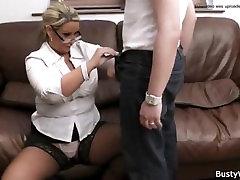 बड़े स्तन, नौकरानी, में, उसे काम पर