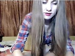 Vroče 18 let stare dekle prsti ji muco na kamero