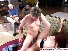 सींग का बना मुर्गा चूसना