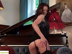 Miah Croft Plays With huge blac clit Pussy