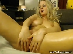 Oiled up blonde toys her pussy on webcam
