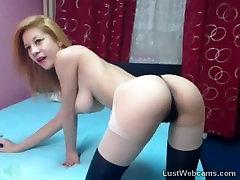 Busty blonde dražila na webcam