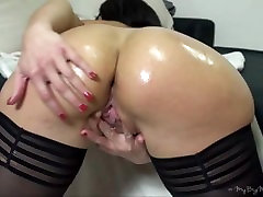 German mature doll playing with her big jkgt cffd ass