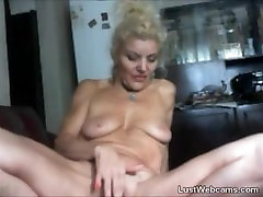 Blonde open african plays with her pussy on webcam