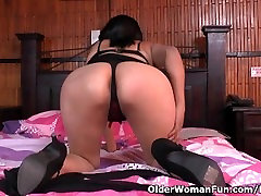 Latina milf Veronica gets her sis bathroom dick2 juiced up in nylon pantyhose