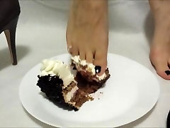 masked slave cleaneat from mistress feet