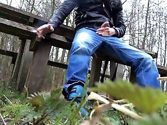 jerking dh sextubes cumming in public on a bench