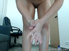Busty lisa rain hottie plays with her pussy on cam