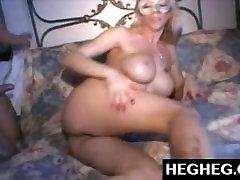 बड़े स्तन के साथ black jungle boo बालों वाली बिल्ली और गधे में एक ही समय में