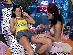 Raunchy tube porn azgin tokatli cifler anal Hot uber-sexy mates playing with a vibrator